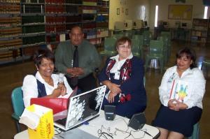 De izquierda a derecha: Sra. Soto(servidora), Sr. Barbosa, Sra. Santiago y Sra. Echandy